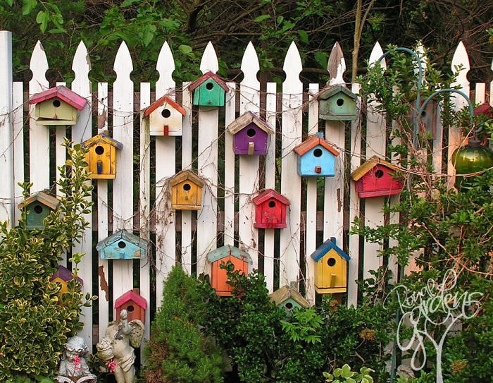 12 Garden Fence Decoration Ideas